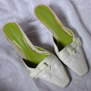 Hillard&Hanson white heeled mules with bow detail